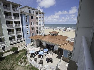 Beautiful spacious 2 bedroom beach condo with 'Amazing Ocean' views! Sleeps 8