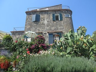 Garden House Li Galli: a corner of paradise between sky and sea