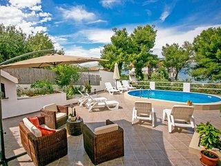 2 bedroom Apartment in Arbanija, Croatia - 5546390