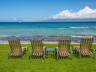 Quiet corner condo w/ lanai & shared pool/hot tub - steps to the ocean beach!