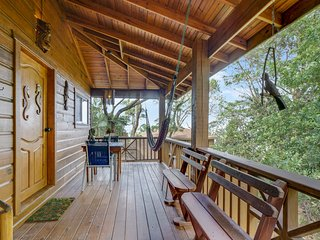 TURTLE BEACH - Private Treehouse/Honeymoon Suite- 1 Bedroom Beachfront Property