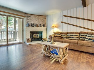 Spacious condo w/ shared pool, hot tub, and sauna - short walk to the slopes!