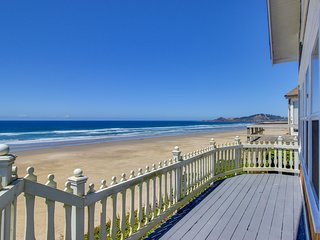 Historic Nye Beach waterfront home w/beach access & hot tub, dogs ok!