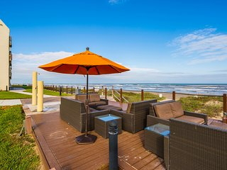 Dog-friendly Gulf view condo w/ pools, hot tubs, tennis courts, & beach access