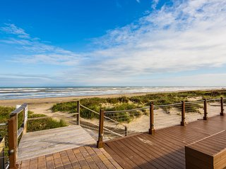 Beachfront dog-friendly condo w/ shared hot tubs and swimming pools