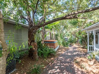 Cute, dog-friendly condo w/ shared hot tub in the heart of historic Key West!