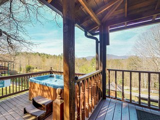 Cabin in the woods w/ private hot tub, views, paved road access - 2 dogs ok!