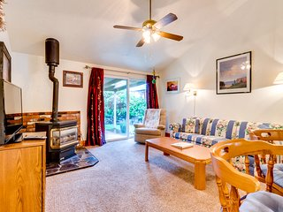 Charming dog-friendly home with large, fenced yard - 2 blocks to the beach