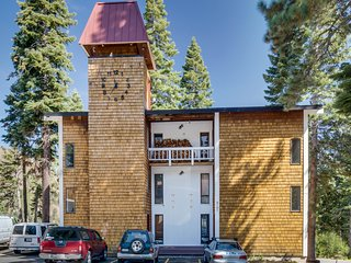 Dog-friendly condo with mountain views, a deck, and a free shuttle to skiing!