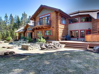 Waterfront house on the Deschutes River with a private hot tub and firepit!
