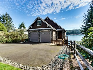 Stunning, dog-friendly lakefront home w/ private beach & dock, kayak, & canoe!