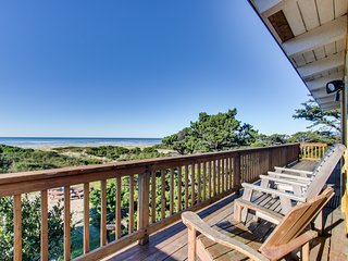 Dog-friendly oceanfront duplex with private hot tub & views + close beach access