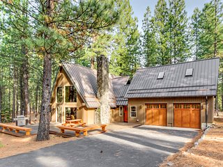 Gorgeous A-frame cabin on a 1/2 acre of land! Offers shared pool, hot tub, sauna