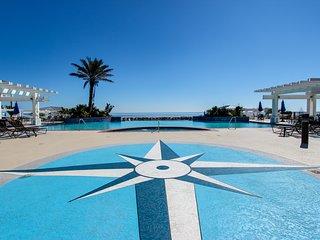 Bayside property with views - walk to beach & Beach Club! Shared pool & hot tub!