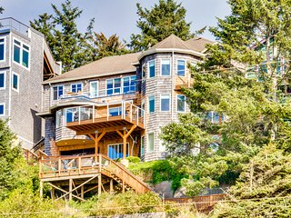 Huge dog-friendly castle with ocean views, decks & more! 5 minutes to the beach!
