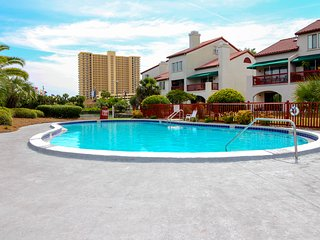 Close to the beach, w/ swimming pools, dock, tennis, & more! Snowbirds welcome!