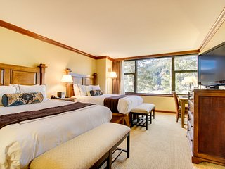 Studio w/ ski-in/ski-out access, heated pool, hot tub, & views! Family-friendly!