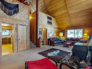 Unique & cozy cabin in the woods with private hot tub & shared pool - Dogs OK!