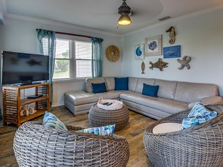 Stunning oceanview house, dog-friendly & across the street from the beach!