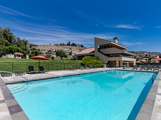 Condo on the lake w/ mountain views, shared pool & hot tub and tons more!