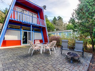 A fun beach house you won't soon forget! Dog-friendly w/ great location!