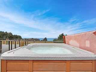 Enjoy private hot tub & spectacular ocean views, 1 dog OK!