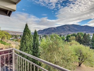 Third-floor corner condo w/stunning views + shared pool & hot tub! Lake nearby!