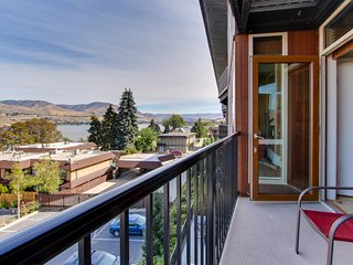 Resort-style comfort w/shared pool & hot tub & lake views!