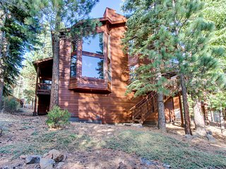 Large, dog-friendly cabin w/ shared hot tub & pool, near golf and skiing!