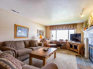 Lakefront condo with fantastic Coeur d'Alene views & pool!