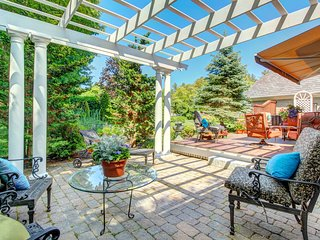 Luxurious, private home with golf-course views and a pergola