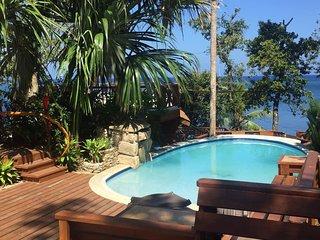 TURTLE BEACH - Private Treehouse/Honeymoon Suite- 1 Bedroom Beachfront Property