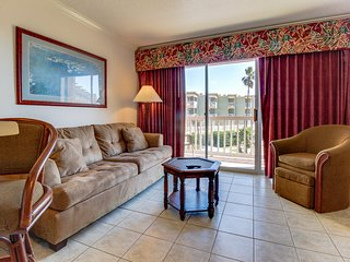 Gulf view condo w/ great balcony & community pool & hot tub