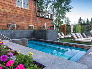 Charming Sun Valley condo w/ shared pool & hot tub access - close to Dollar Mtn!