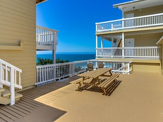 Romantic oceanview suite - easy beach access, dog-friendly!