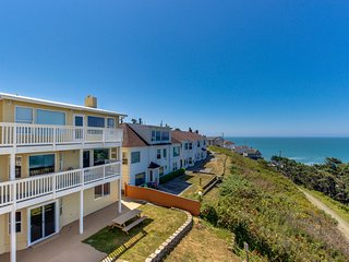 Dog-friendly studio condo with ocean views, close to everything!