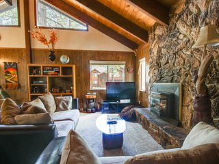 Cozy family-friendly home close to skiing, lake, and more