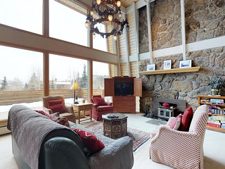 Affordable home with room for 7, spectacular views, fireplace!