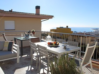 House panorama desing  600 meters from the beach