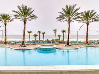 Penthouse condo on oceanfront w/ Gulf views, shared hot tub, pool & more!