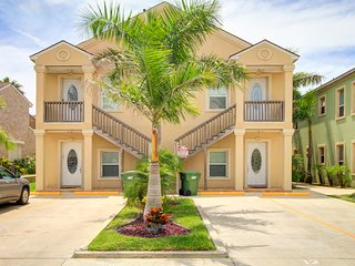 Great dog-friendly w/ shared swimming pool & beach access!