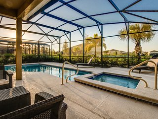 Private pool & beautiful amenity center, 11 miles to Disney! Snowbirds welcome!