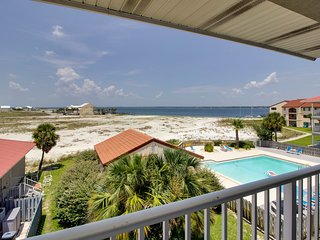 Watch sunsets from this lovely condo. Shared pool access - snowbirds welcome!
