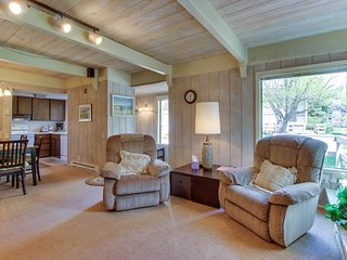 A shared pool, hot tub, & other amenities, near Dollar Mountain!