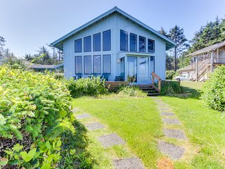 Oceanfront home w/ lighthouse views, vintage furnishings & private guest house!