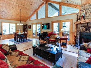 Amazing & secluded two-story lodge w/ hot tub & firepit - two miles from town!