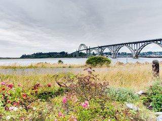 Beautiful bayfront townhouse w/ amazing bridge views, next to the state park!