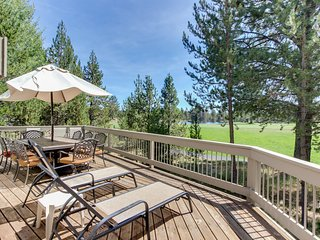 Spacious house w/ private hot tub, golf course views & furnished outdoor living