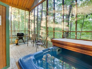 Romantic, secluded, & dog-friendly woodland cabin with hot tub!