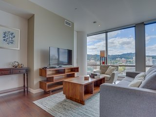 Bring your dog to downtown Portland and amazing highrise views!